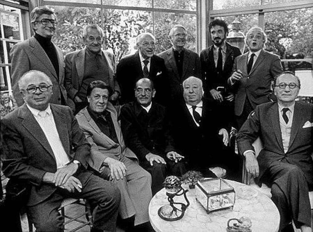 De pie.- Robert Mulligan, William Wyler, George Cukor, Robert Wise, Jean-Claude Carrière y Serge Silverman. Sentados. – Billy Wilder, George Stevens, Luis Buñuel, Alfred Hitchcock and Rouben Mamoulian. (Fotografía de John Greco, 1972)