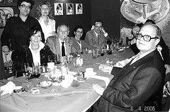 Celebración de la presentación pública de Mauricio o las elecciones primarias. Javier Cercas, Elena Ramírez, Rosa Novell, Eduardo Mendoza, Alicia Fernández Sagrera, Llàtzer Moix, Adolfo García Ortega y Pere Gimferrer